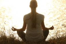 Achtsamkeitsmeditation: Ein Retreat zum Innehalten, ein Moment ohne Geräusche und voller Gefühl