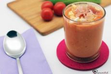 Kalte Tomatensuppe aus der südspanischen Küche enthält viele Vitamine.