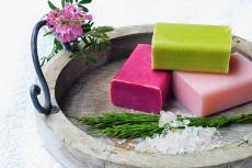 Natürliche Pflege für Haut und Haar mit Naturkosmetik.
