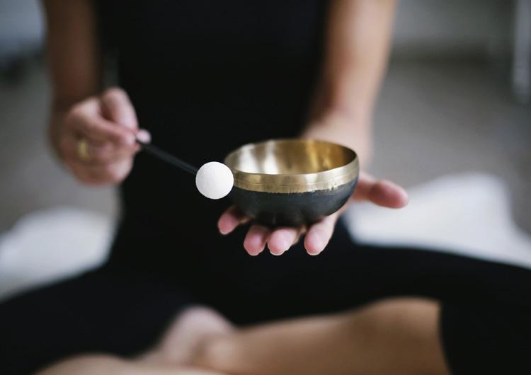 Ein einfaches Ritual mit einer Klangschale