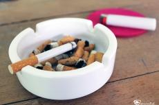 Zu schlechten Angewohnheiten zählt beispielsweise das Rauchen.