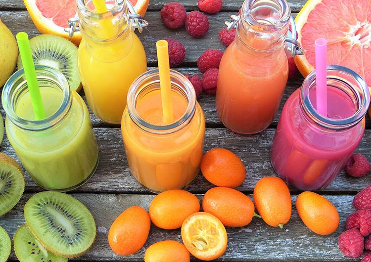 Ein gesunder Smoothie kann sowohl Obst als auch Gemüse enthalten.
