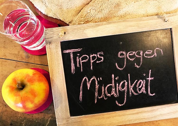 Ständig müde? Wenn ja, helfen Dir unsere Tipps gegen Müdigkeit wie gesunde Ernährung und viel Trinken.
