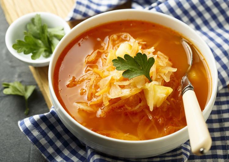 Vegetarischer Sauerkrauteintopf mit Petersilie - gesund und lecker.