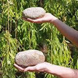 Work-Life-Balance - Steine in Händen