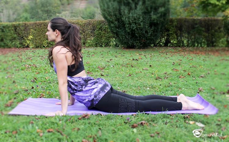 Die Kobra zählt zu den bekanntesten Yoga-Übungen.
